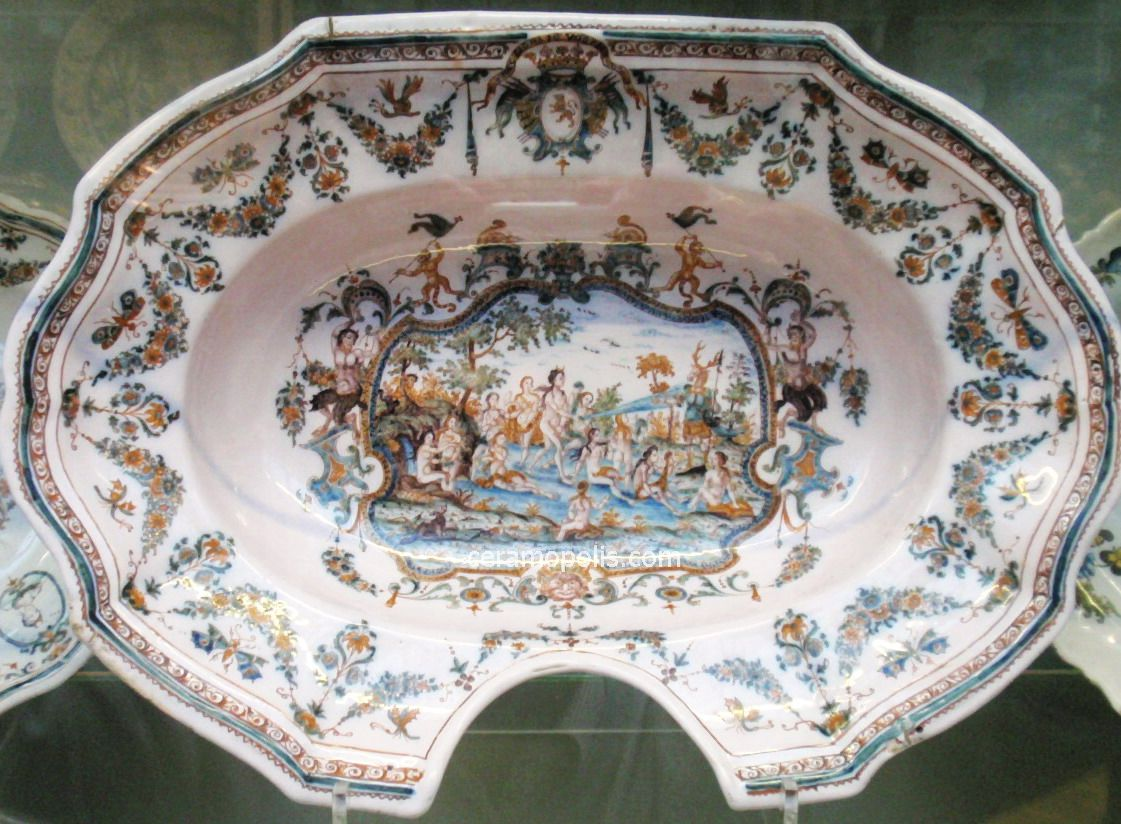 Moustiers 18th - V&A Museum UK